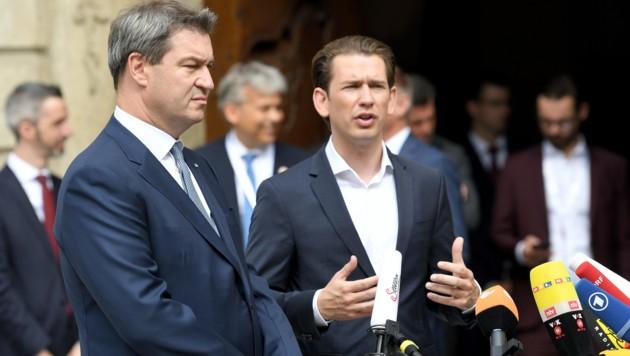 Der bayrische Ministerpräsident Söder mit Bundeskanzler Kurz (Bild: APA/ROLAND SCHLAGER)