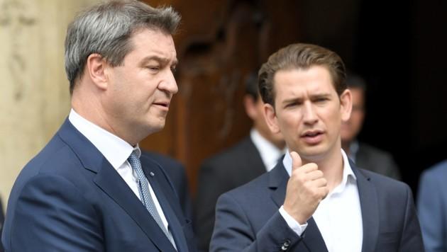 Bundeskanzler Kurz reist zu einem Treffen mit dem bayrischen Ministerpräsidenten Söder nach Deutschland. (Bild: APA/ROLAND SCHLAGER)