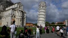 Der schiefe Turm von Pisa neben dem dazugehörenden Dom. (Bild: AFP )