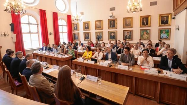 Blick in den Sitzungssaal im Salzburger Rathaus (Bild: www.neumayr.cc)