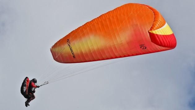 Immer wieder stürzen in Vorarlberg Gleitschirmflieger ab (Symbolbild) (Bild: Christof Birbaumer)