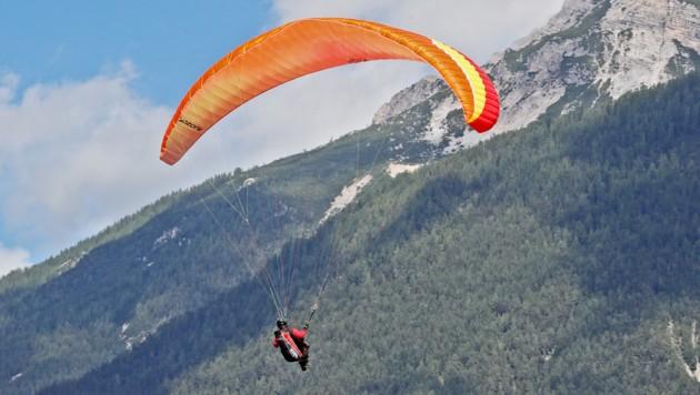 Ein 33-jähriger Salzburger musste den Startvorgang wieder abbrechen. Beim Absturz verletzte er sich die rechte Schulter. (Bild: Christof Birbaumer)