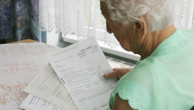 Eine Steuernachforderung von rund 20.000 Euro erhielt eine betagte Wienerin (Symbolbild). (Bild: stock.adobe.com, krone.at-Grafik)