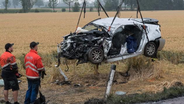 Familientragödie im Innviertel: Mutter (40) stirbt bei Unfall mit Lkw - Sohn und Ehemann verletzt.