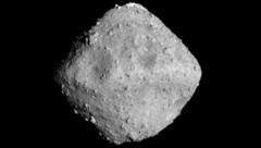 Der Asteroid Ryugu, dessen Form an einen geschliffenen Diamanten erinnert, aufgenommen aus einer Entfernung von 40 Kilometern (Bild: JAXA)