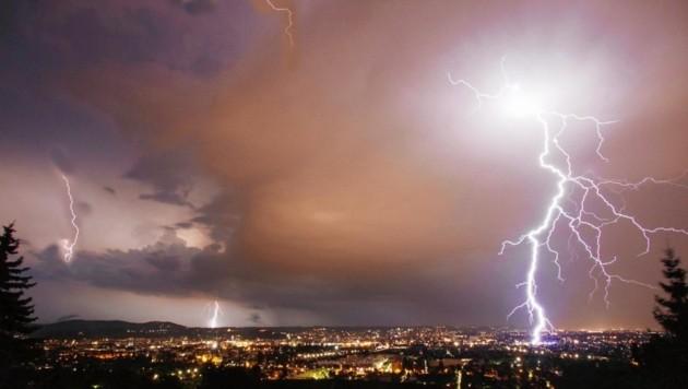Blitz und Donner: Starkregen-Ereignisse nehmen auch in Graz stark zu. (Bild: Jürgen Radspieler)