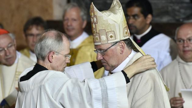 Bischof Alois Schwarz (rechts) (Bild: APA/HANS PUNZ)
