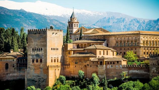 Eindrucksvoll und mächtig steht sie da: die Alhambra in Spanien (Symbolbild).