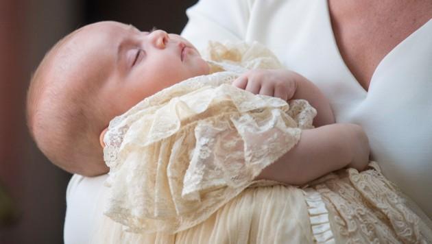 Prinz Louis Schläft Bei Taufe Selig In Kates Arm Kroneat