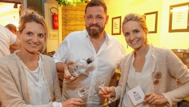 Andrea Glück-Kopp und Valerie Egelkraut-Kopp mit Johannes Steiner (Bild: Markus Tschepp)
