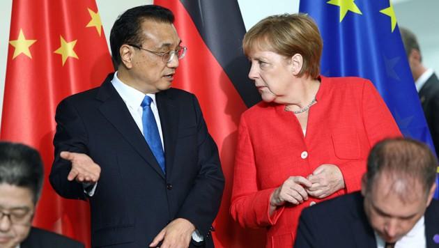 Chinas Premier Li Keqiang und Deutschlands Angela Merkel trafen zu Regierungskonsultationen zusammen und stärkten dabei die Handelsbeziehungen zwischen den beiden Staaten. Bahnt sich eine Allianz gegen Donald Trumps Abschottungspolitik an?
