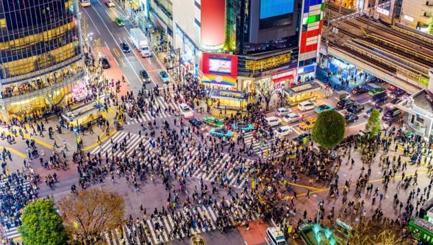 Allein auf der berühmten Kreuzung in Shibuya tummeln sich normalerweise Tausende Menschen ... (Bild: stock.adobe.com/SeanPavonePhoto)