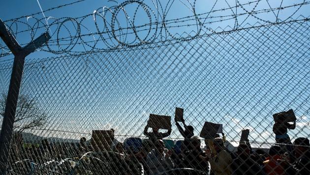 Migranten an der griechisch-mazedonischen Grenze im Jahr 2016 (Bild: AFP)