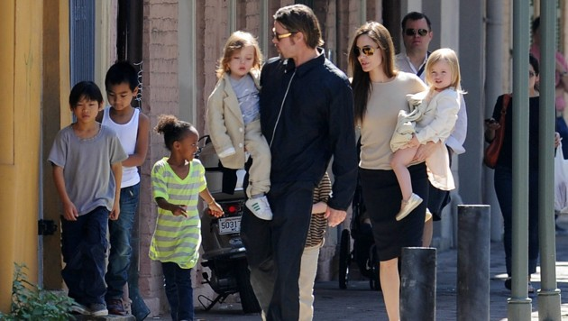 Brad Pitt und Angelina Jolie 2011 - in glücklicheren Tagen - mit den Kinder auf dem Weg zum Markt in New Orleans