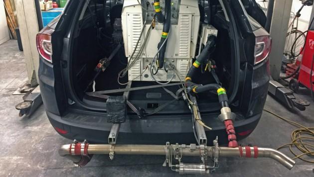PEMS-Messaufbau (Portable Emissions Measurement System) zur Messung der Schadstoffemissionen im realen Fahrbetrieb (RDE - Real Driving Emissions) (Bild: Grabner – TU Graz)