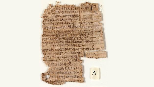 Vor der Restaurierung war der Papyrus kaum zu entziffern. (Bild: University of Basel)
