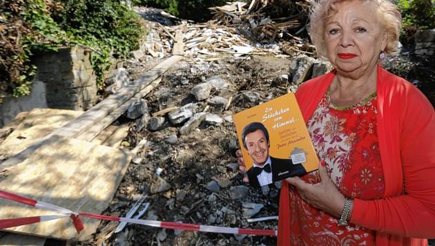 Alexanders ehemalige Haushälterin Eva Kresic vermutet, dass auf dem Grundstück Luxuswohnungen entstehen sollen. (Bild: Klemens Groh)