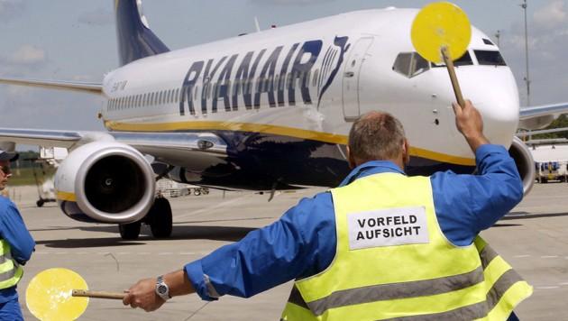 Eine Maschine der Airline Ryanair am Flughafen Frankfurt-Hahn (Bild: AFP)