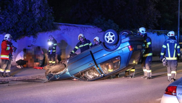 Der Wagen des Alkolenkers blieb am Dach liegen