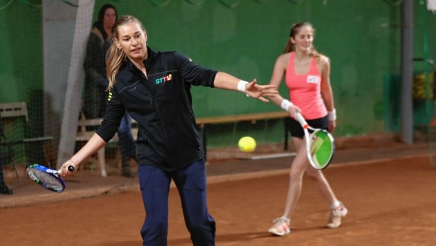 Barbara Schett nimmt sich einen Tag lang Zeit für den steirischen Tennisnachwuchs. (Bild: Marcel Pail)
