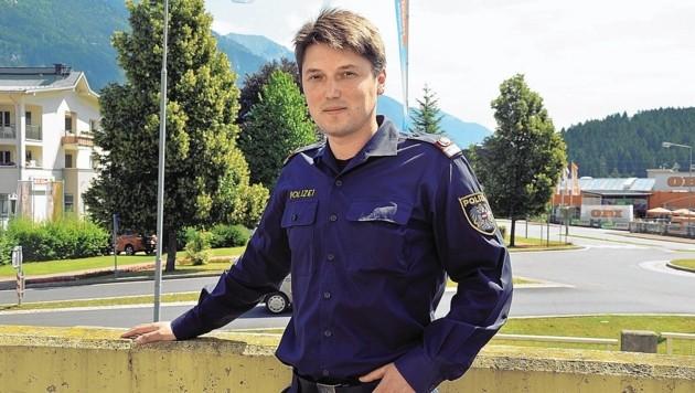 Der junge Beamte, Patrick Moschitz ist der Lebensretter eines Villachers, der, Dienstagfrüh in die Drau stürzte. Der 33-Jährige sprang ins Wasser, um den Mann zu retten.