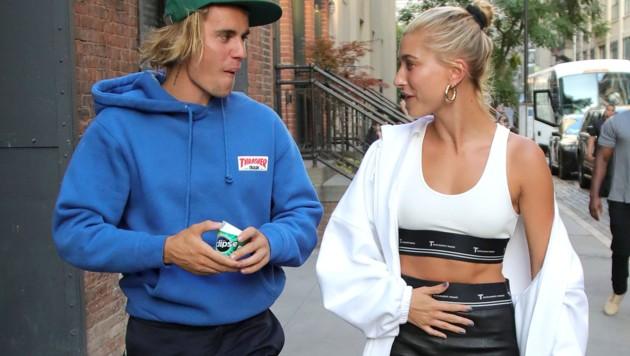 Justin Bieber und seine Verlobte Hailey Baldwin beim Spaziergang in New York (Bild: www.PPS.at)