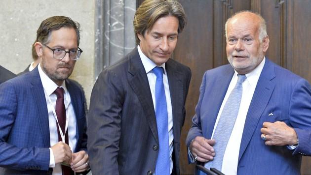 Karl-Heinz Grasser und seine Anwälte Norbert Wess (li.) und Manfred Ainedter (re.) (Bild: APA/Herbert Neubauer)