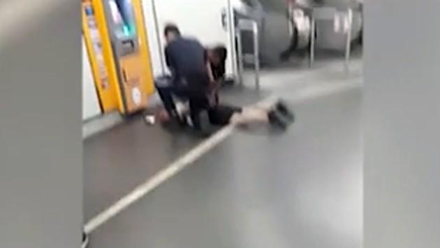 In der U-Bahn-Station Schwedenplatz konnte der Verdächtige überwältigt werden. (Bild: Jonatan Sadikov)