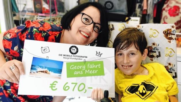 """Mama Claudia und ihr Georg freuen sich über das """"Urlaubsgeld""""!"""