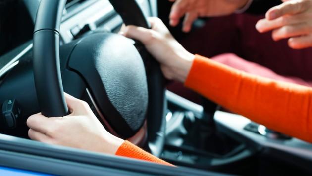 Fahrschulstunden können für Lenker, Lehrer und weitere Verkehrsteilnehmer aufregend sein (Bild: stock.adobe.com)