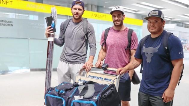 Die 99ers-Cracks Curtis Hamilton, Travis Oleksuk und Colton Yellow- Horn landeten gestern in Graz (Bild: sepp pail)