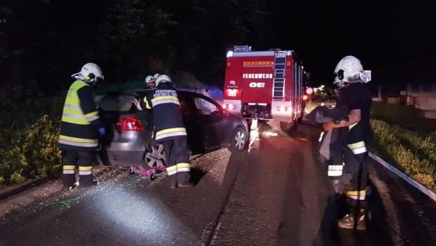 Auch in Feistritz im Rosental kollidierten am Freitagabend kurz nach der Ortschaft Hundsdorf zwei Pkw: Vier Verletzte. (Bild: FF Feistritz/Ros)