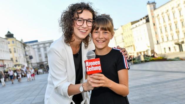 """Paula Mayrhuber (l.) und Annika Wolkerstorfer dürfen beim Linzer """"Krone""""-Fest 2018 auf der YoutTube-Bühne moderieren. (Bild: © Harald Dostal / 2018)"""