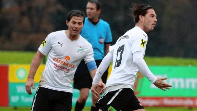 Eugendorfs Andreas Schobersberger (rechts) traf zum Auftakt gegen Kuchl doppelt. (Bild: Kronen Zeitung)