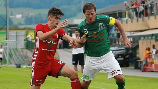 Eugendorf (rechts Suppan) ließ Kuchl (links Zinic) zum Liga-Start beim 4:1 keine Chance. (Bild: Daniel Krug jun.)