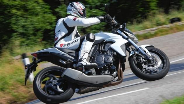 Bei einem Unfall auf der Felbertauern Straße verlor ein Motorradlenker sein Leben, ein zweiter wurde schwerst verletzt (Symbolbild). (Bild: KRONEN ZEITUNG)