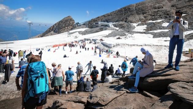 Es sind die 10 bis 12 Grad, welche Touristen anziehen. (Bild: EPA)