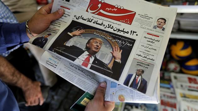 Die US-Sanktionen gegen den Iran bestimmen derzeit auch die Schlagzeilen des Landes. (Bild: APA/AFP/ATTA KENARE)