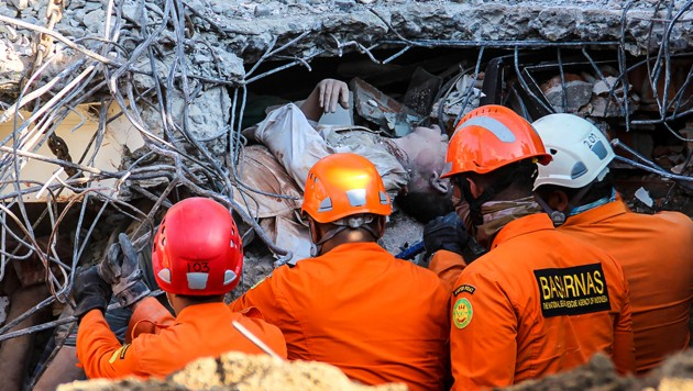 (Bild: AFP, krone.at-Grafik)