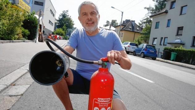 Walter Edlinger löschte den Brand im Auto. (Bild: Markus Tschepp)