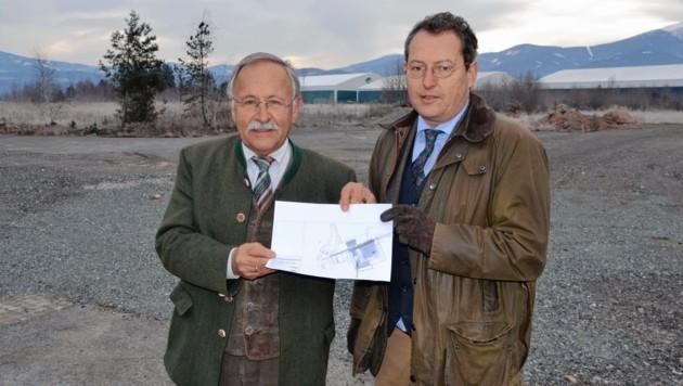 Heinz Brunold und Ulrich Koch (Firma Minex) auf dem Areal in Zeltweg (Bild: Heinz Weeber)