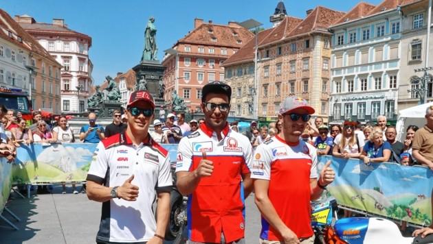 Die MotoGP-Piloten Nakagami, Petrucci und Miller (v. li.) rührten am Grazer Hauptplatz die Werbetrommel. (Bild: sepp pail)