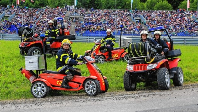 Die Feuerwehrleute sind mit Löschquads am Ring unterwegs (Bild: Thomas Zeiler)