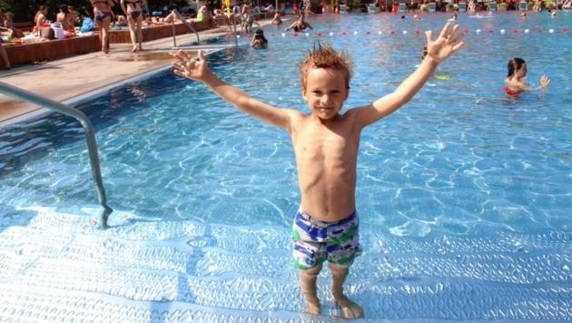 Diesem jungen Mann taugt der heiße Sommer ganz offensichtlich! (Bild: Jauschowetz Christian)