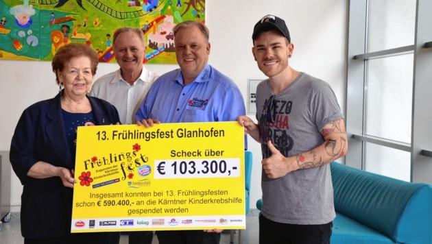 Evelyn Ferra, Primarius Willi Kaulfersch (ELKI), Feldkirchens Stadtchef Martin Treffner, Matthias Ortner (Matakustix) (Bild: Elisa Aschbacher)
