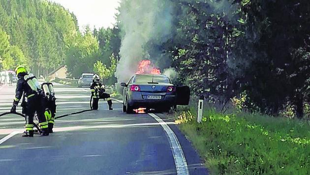 Das Ausflüglerauto brannte (Bild: Christoph Gantner)