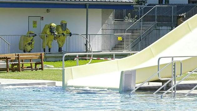 Im Freibad in Straßwalchen im Flachgau ist am Sonntagnachmittag Chlorgas ausgetreten. (Bild: APA/MANFRED FESL)