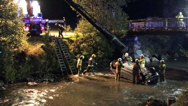 Auto stürzte in die Grossarler Ache (Bild: FF Grossarl)