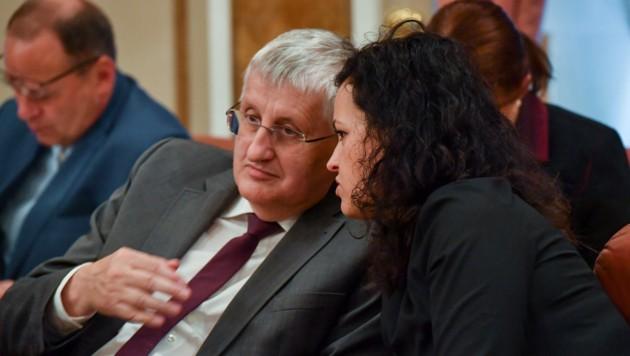 ÖVP-Klubchefin Helena Kirchmayr redet ihrem Abgeordeneten-Kollegen und Gemeindebundchef Hans Hingsamer ins Gewissen (Symbolbild aus dem Landtag vom Mai) (Bild: © Harald Dostal / 2018)