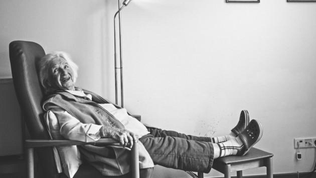 """""""Als Kind stibitze ich die Zeitung und las sie unter dem Küchentisch!"""", Margarete Zidar, Wien, geboren 1918 (Bild: Zidar_(c)_Wolfgang Paterno_1)"""